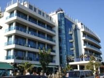 File Hotel Kiten Beach - Wikimedia Commons