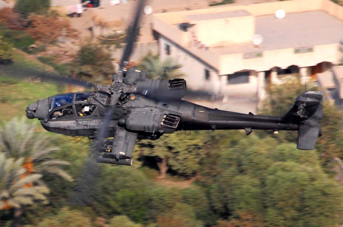 AH-64D Apache flying over Baghdad, Iraq in 2007