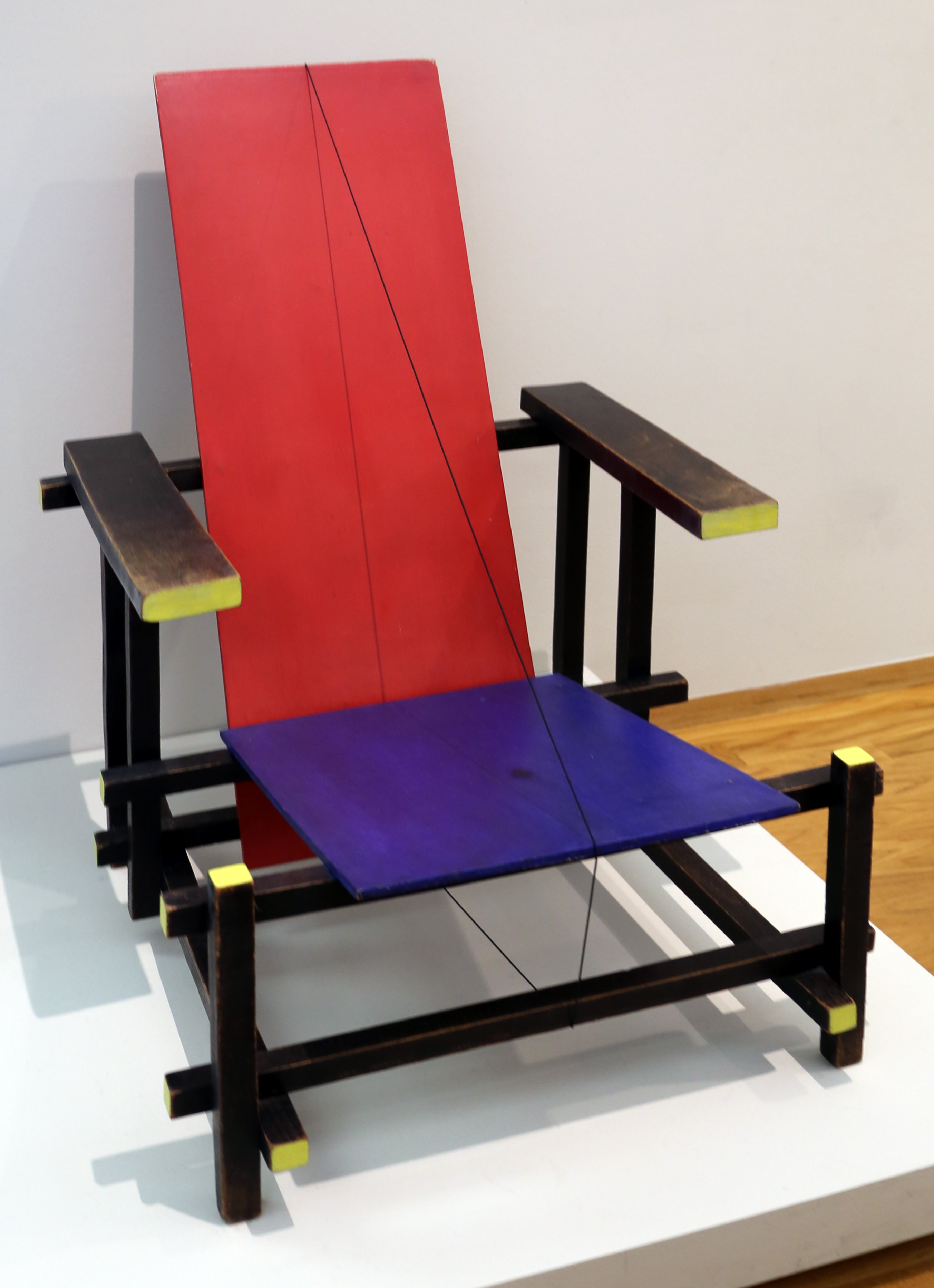 FileGerrit rietveld red and blue chair 1918 1925jpg