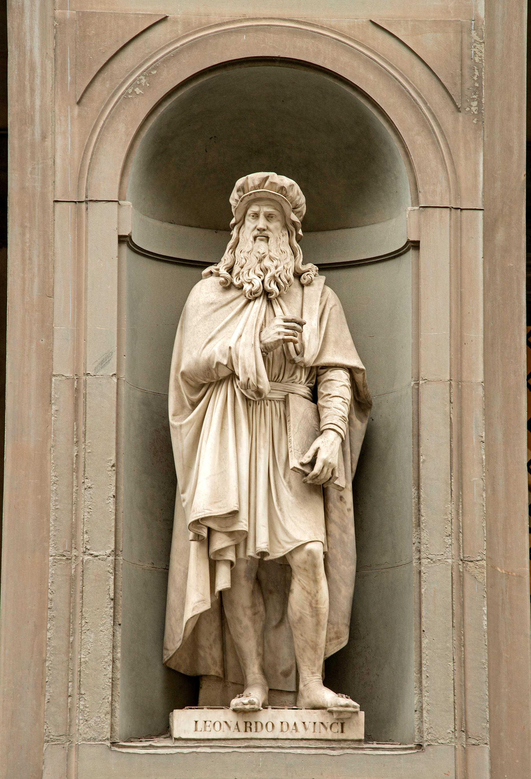 File Statue Of Leonardo Davinci In Uffizi Alley Florence