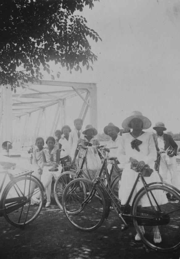 Afbeeldingsresultaat voor vrouwen fietsen in groep