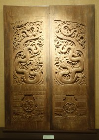 File:Doors carved with dragon motifs, Pho Minh pagoda, Nam ...