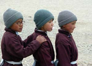English: Three Children in the courtyard of Th...