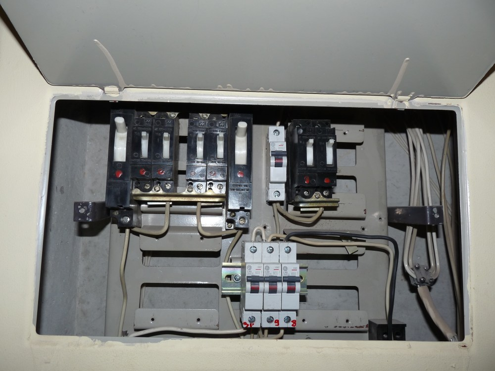 medium resolution of open fuse box house simple wiring schema house fuse box left swing door house fuse box repair