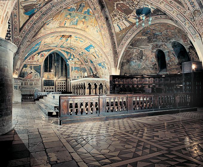 wnętrze kościoła dolnego bazyliki św. Franciszka w Asyżu