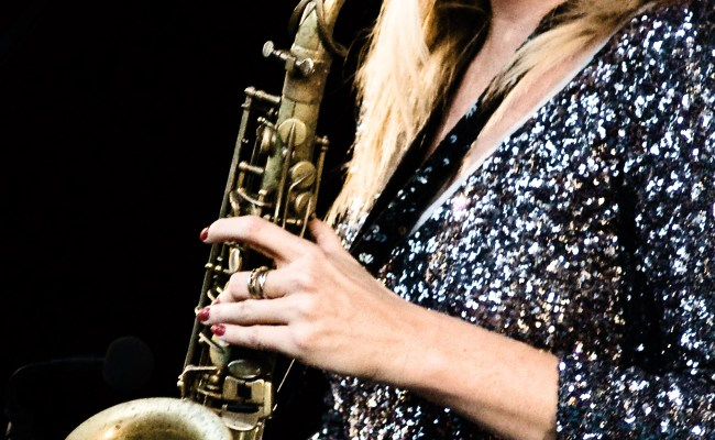 Solo Female Saxophonist Who Is It Page 1 Music