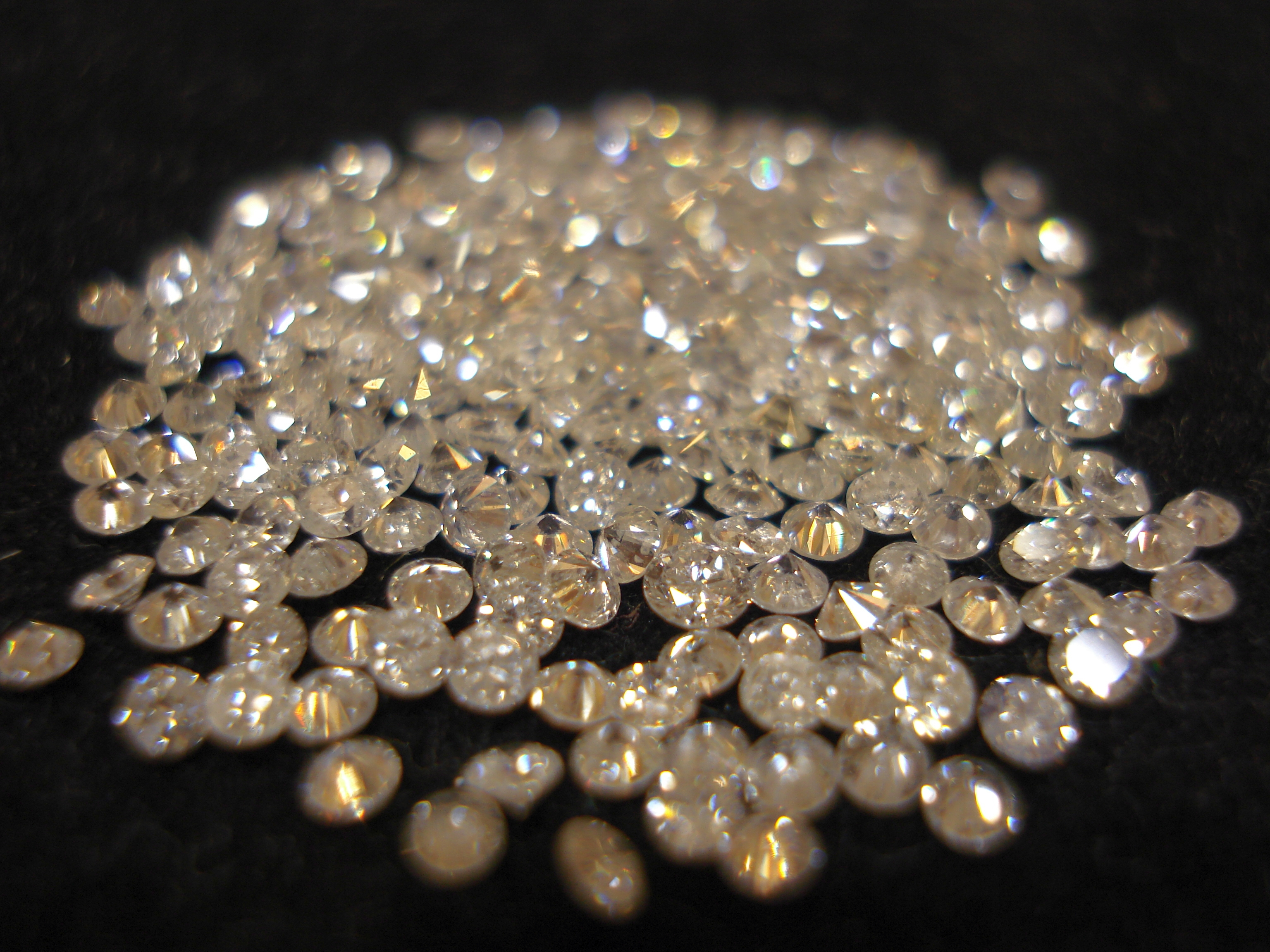 4 Things Everyone Needs To Know About Buying Diamonds