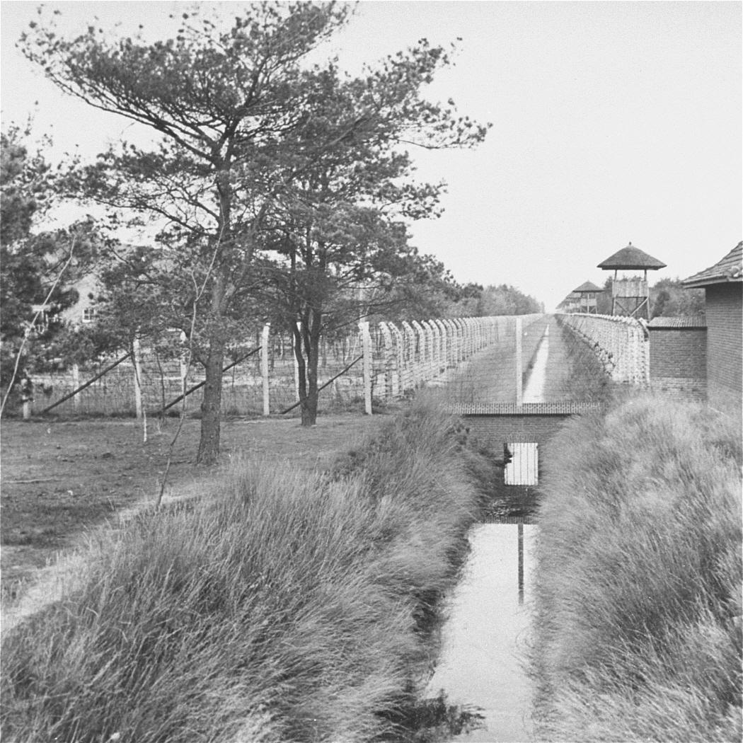 Buitenkant Kamp Vught in 1945