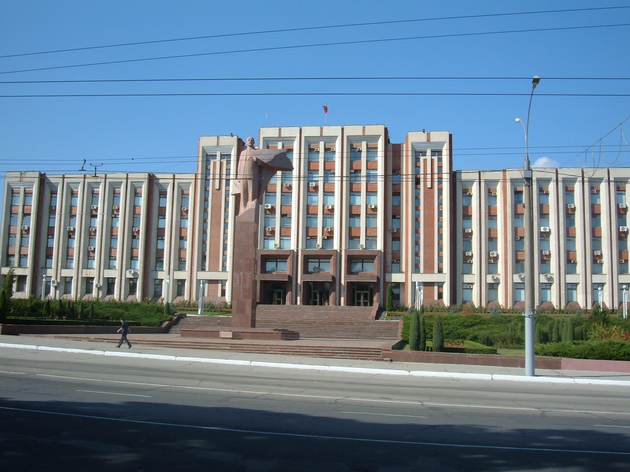 Tiraspol_government_building.jpg
