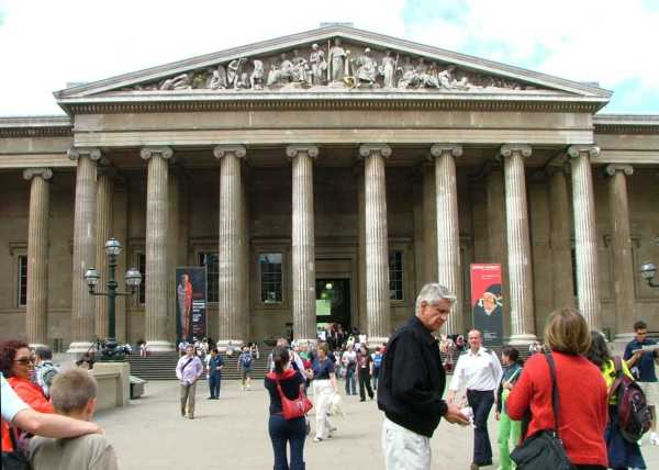 File British Museum Facade 1 - Wikimedia Commons