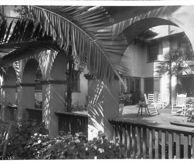 Filepatio Courtyard Of The Residence Of Mrs Grebble Orange Grove Avenue