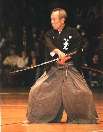 https://i0.wp.com/upload.wikimedia.org/wikipedia/commons/f/f5/Sensei_iaido-rework.jpg