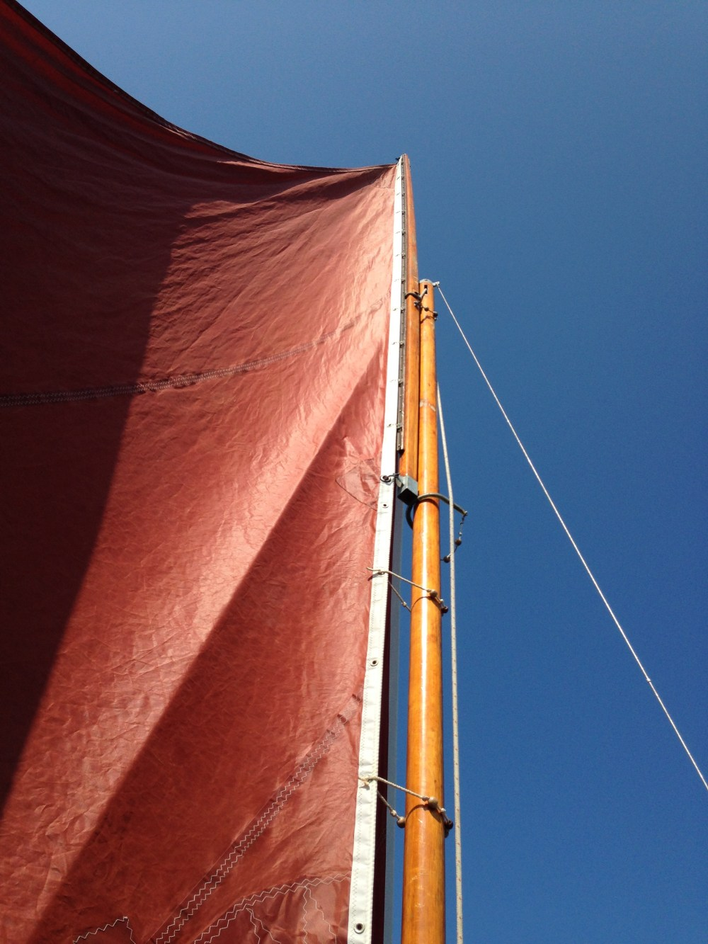 medium resolution of sliding gunter sail rig on drascombe lugger onkahye