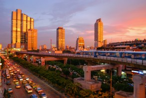 Bangkok skytrain sunset.jpg