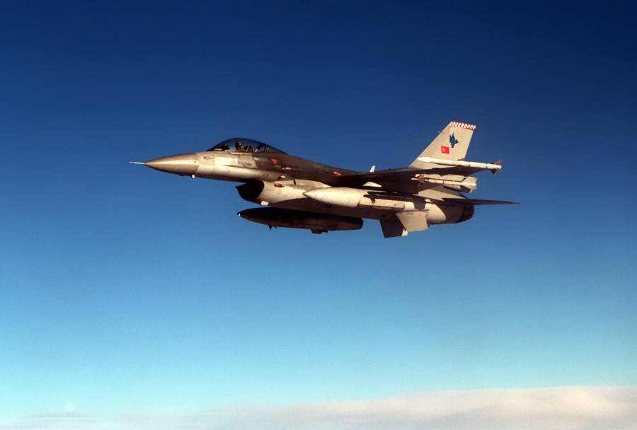 https://i0.wp.com/upload.wikimedia.org/wikipedia/commons/f/f6/F-16C_Falcon_from_the_Turkish_Air_Force.JPEG?resize=900%2C608&ssl=1