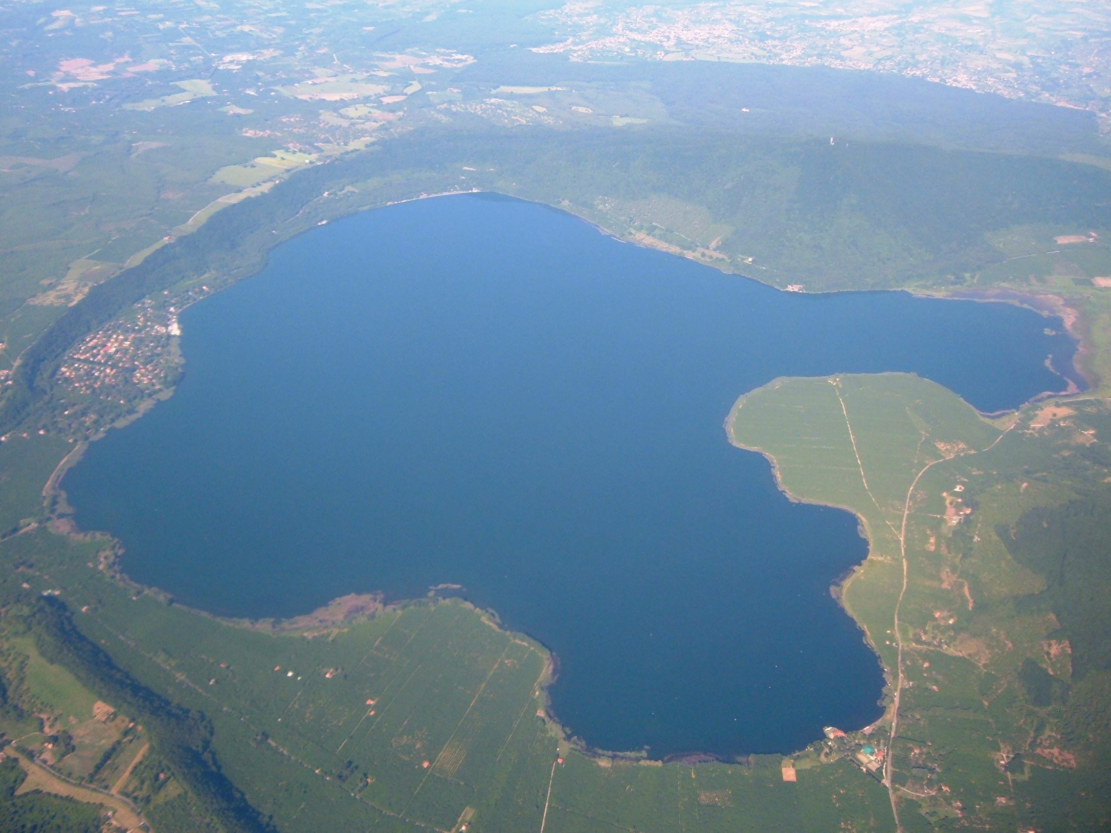 FileLago di Vico  Vista aerea 1JPG  Wikimedia Commons