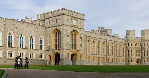 File Windsor Castle Upper Ward Quadrangle 2 - Nov