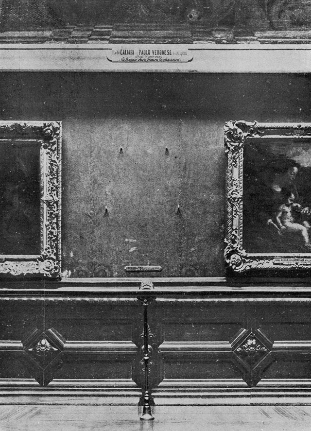 Vacant wall in the Salon Carré, Louvre
