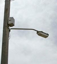 File:Low pressure sodium street lamp.jpg - Wikimedia Commons