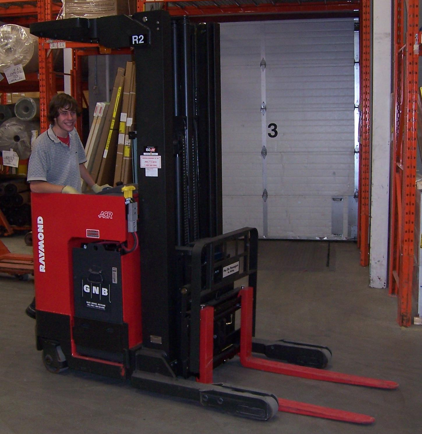 hight resolution of a reach truck with a pantograph allowing the extension of the forks in tight aisles