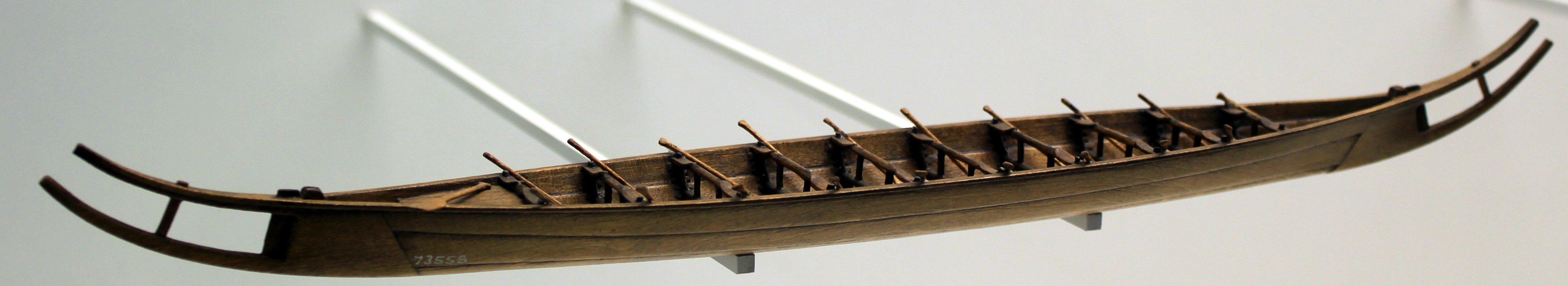 Hjortspring-Boot, eisenzeitliches Plankenboot, 350 v. Chr. von der  dänischen Insel Als (dt.: Alsen)