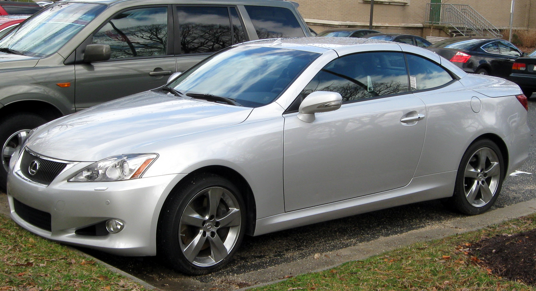File Lexus IS convertible 01 27 2012 Wikimedia mons