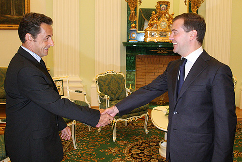 https://i0.wp.com/upload.wikimedia.org/wikipedia/commons/f/fb/Medvedev_meets_Sarkozy.jpg