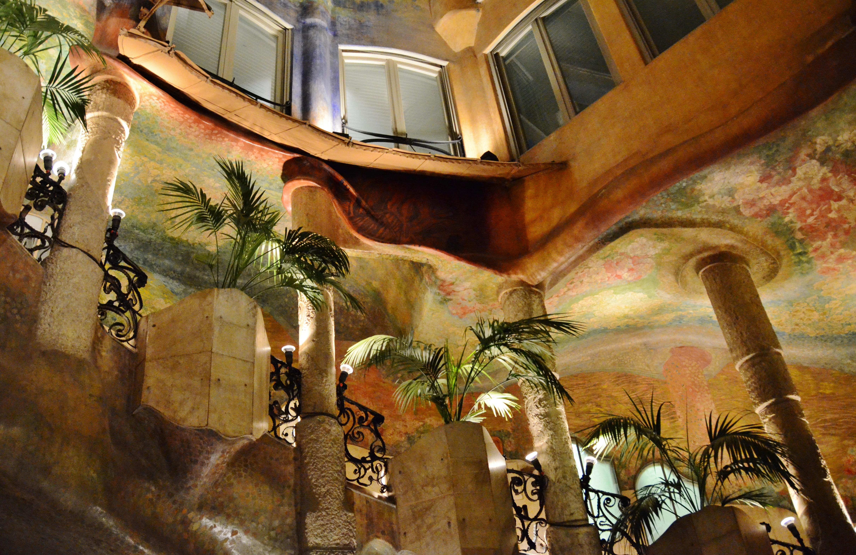 FileWLM14ES  Pati interior de la Casa Mil o La Pedrera Barcelona  MARIA ROSA FERREjpg