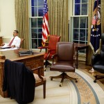 File Barack Obama Trying Differents Desk Chairs In The Oval Office Jpg Wikimedia Commons