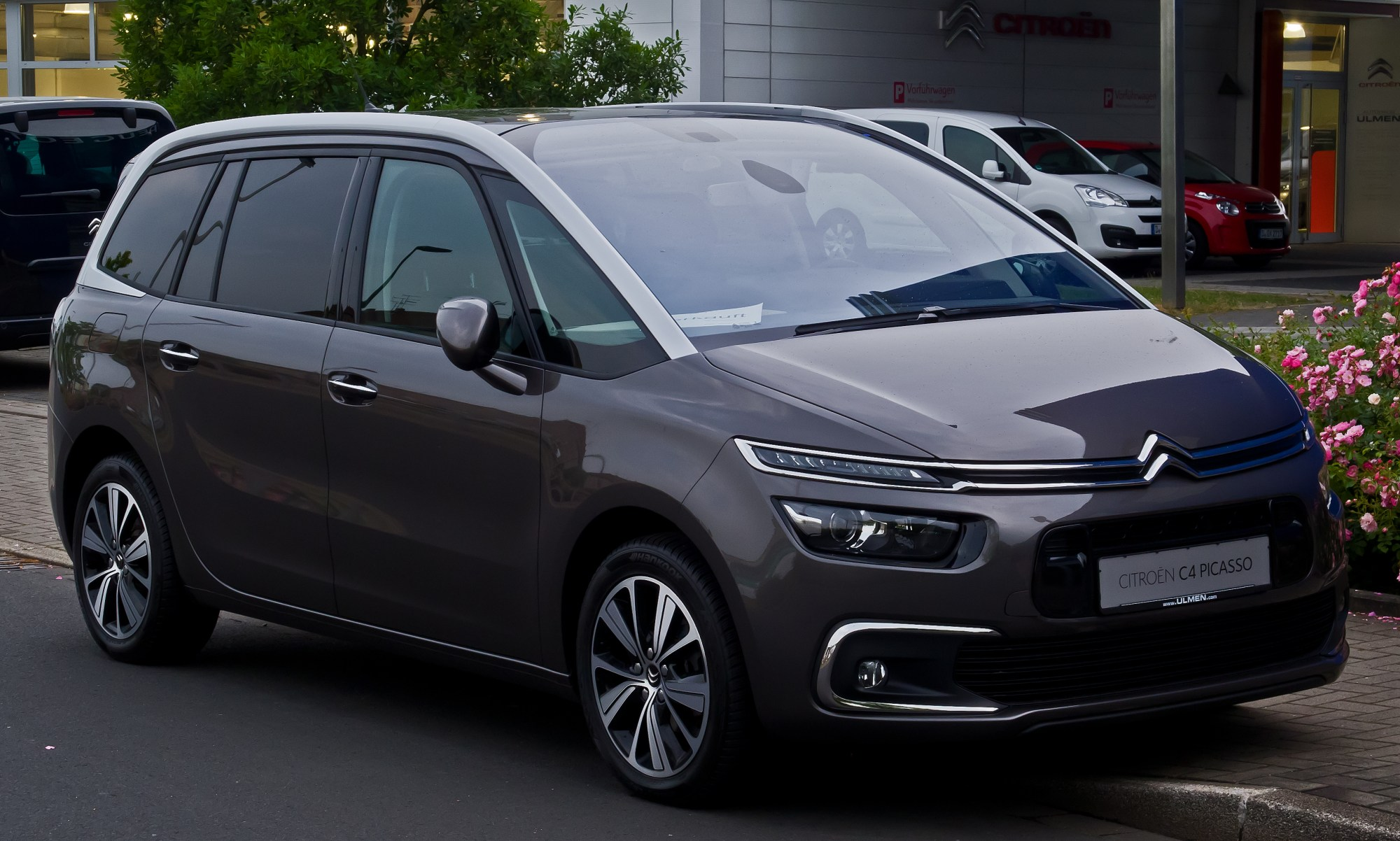 hight resolution of citro n grand c4 picasso