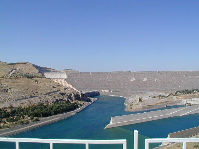 File:Ataturk dam 1-GAP.jpg
