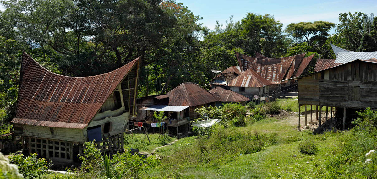 https://i0.wp.com/upload.wikimedia.org/wikipedia/commons/f/fe/Batak-village_09N9400-01.jpg