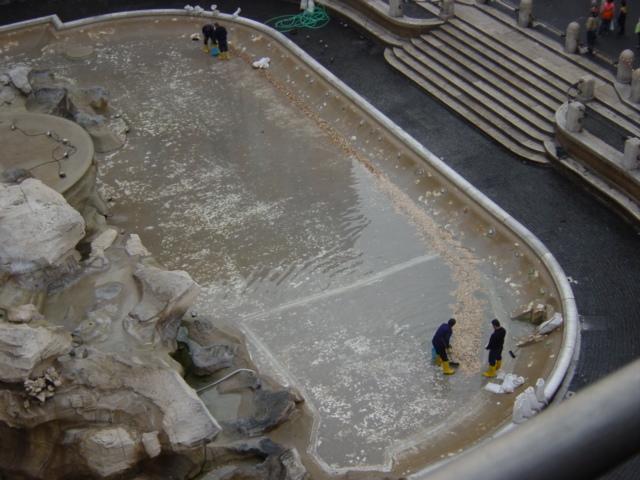 File:Monete nella fontana di Trevi - Foto Giovanni Dall'Orto.jpg