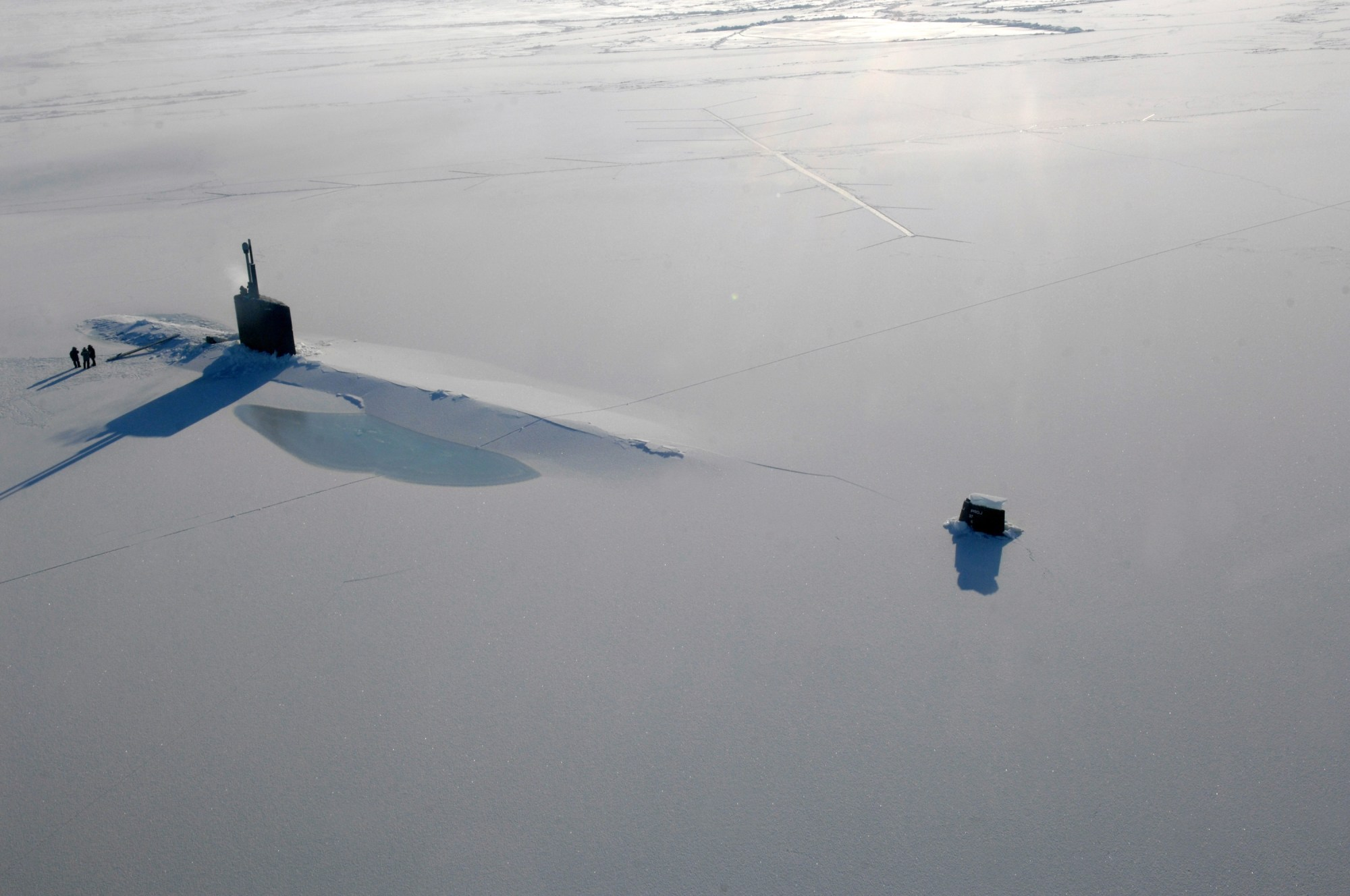 hight resolution of us navy attack submarine uss annapolis rests in the arctic ocean after surfacing through three feet of ice during ice exercise 2009 on 21 march 2009