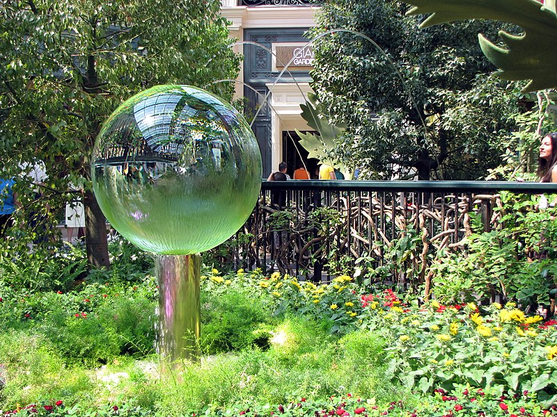 Bellagio Crystal Ball Garden Green Grass