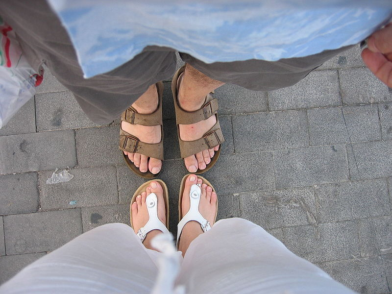 File:Feet on the ground.JPG - Wikimedia Commons