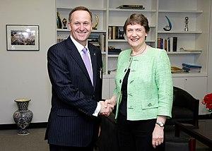 English: UNDP Administrator Helen Clark shakin...