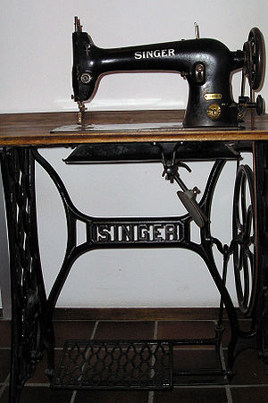 Singer sewing machine - 31K32