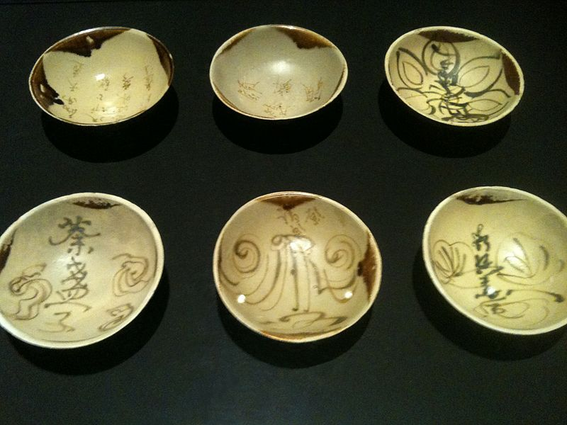 File:Changsha bowls from the Belitung shipwreck, ArtScience Museum, Singapore - 20110319-02.jpg