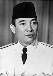 Presiden Indonesia ke-1 Masa jabatan 17 Agustus 1945–12 Maret 1967 (21 tahun) Wakil PresidenMohammad Hatta (1945) PendahuluTidak ada, jabatan baru PenggantiSoeharto Lahir6 Juni 1901  Blitar, Jawa Timur, Hindia Belanda Meninggal21 Juni 1970 (umur 69)  Jakarta, Indonesia KebangsaanIndonesia Partai politikPNI Suami/IstriOetari (1921–1923) Inggit Garnasih (1923–1943) Fatmawati (1943–1956) Hartini (1952–1970) Kartini Manoppo (1959–1968) Ratna Sari Dewi (1962–1970) Haryati (1963–1966) Yurike Sanger (1964–1968) Heldy Djafar (1966–1969) AnakGuntur Soekarnoputra Megawati Soekarnoputri Rachmawati Soekarnoputri Sukmawati Soekarnoputri Guruh Soekarnoputra (dari Fatmawati) Taufan Soekarnoputra Bayu Soekarnoputra (dari Hartini) Totok Suryawan (dari Kartini Manoppo) Kartika Sari Dewi Soekarno (dari Ratna Sari Dewi) ProfesiInsinyur Politikus AgamaIslam Tanda tangan