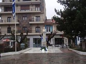 Η κεντρική πλατεία εθνομάρτυρα Αιμιλιανού των Γρεβενών.