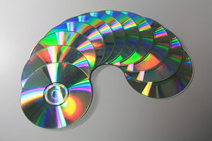 English: Compact Disc Nederlands: Compact Disc