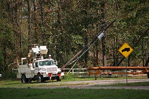 English: Evadale, TX, Oct 2. 2005 -- Utility c...