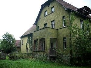 English: abandoned house