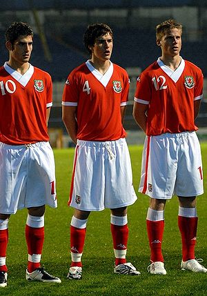 Aaron Ramsey lines up for Wales U21's alongsid...