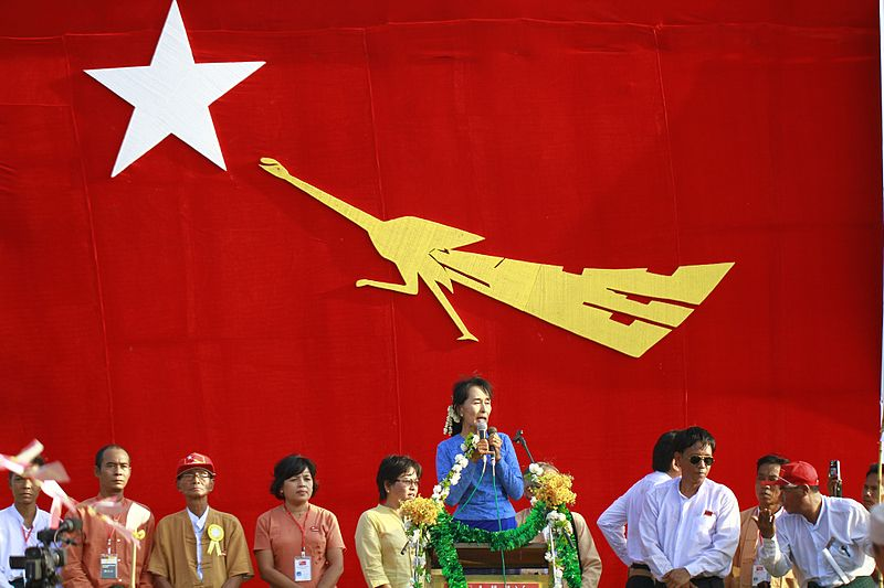 File:Suu-kyi-gives-speech-in-khawmu.jpg