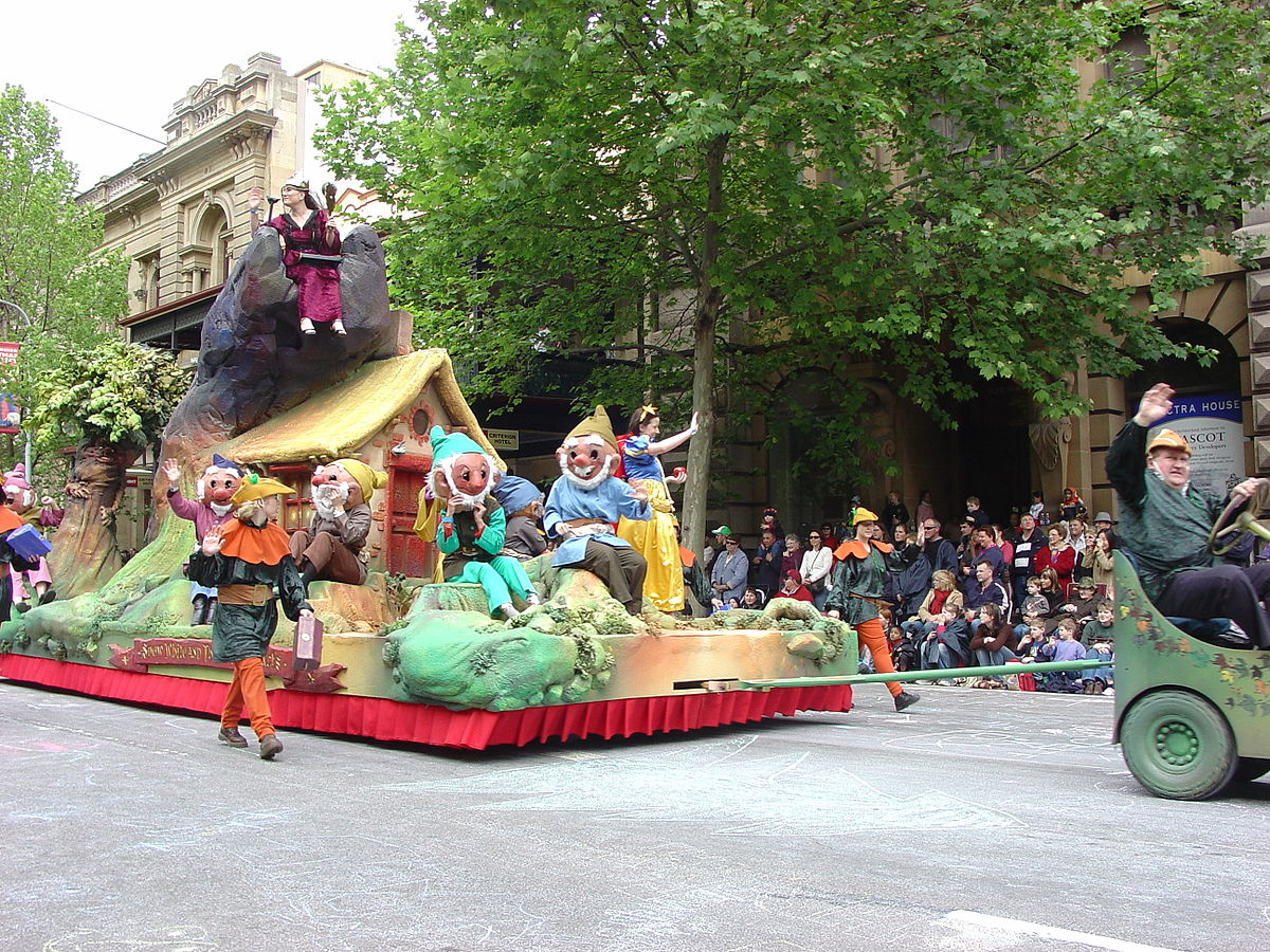 Adelaide Christmas Pageant 2004 Snow White Float.jpg