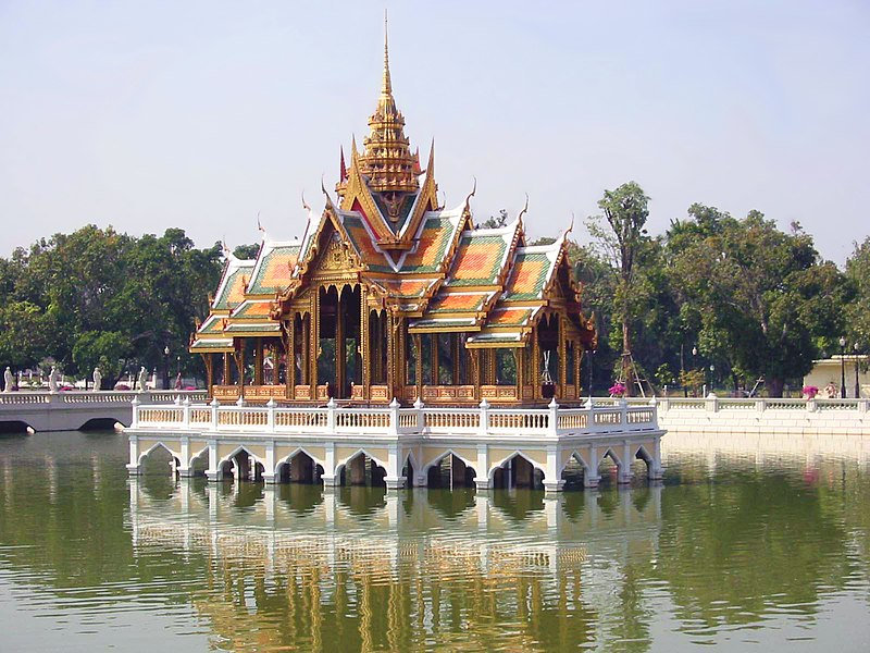 ไฟล์:Bang Pa-In floating pavilion.jpg