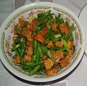 Sautéed tempeh with green beans