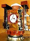 Die Raumsonde Stardust bei den Startvorbereitungen, noch vor der endgültigen Installation der Instrumente und deren Test
